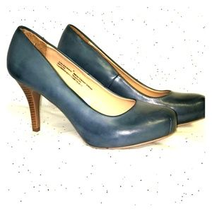 Mossimo blue denim destressed leather heel 9.5